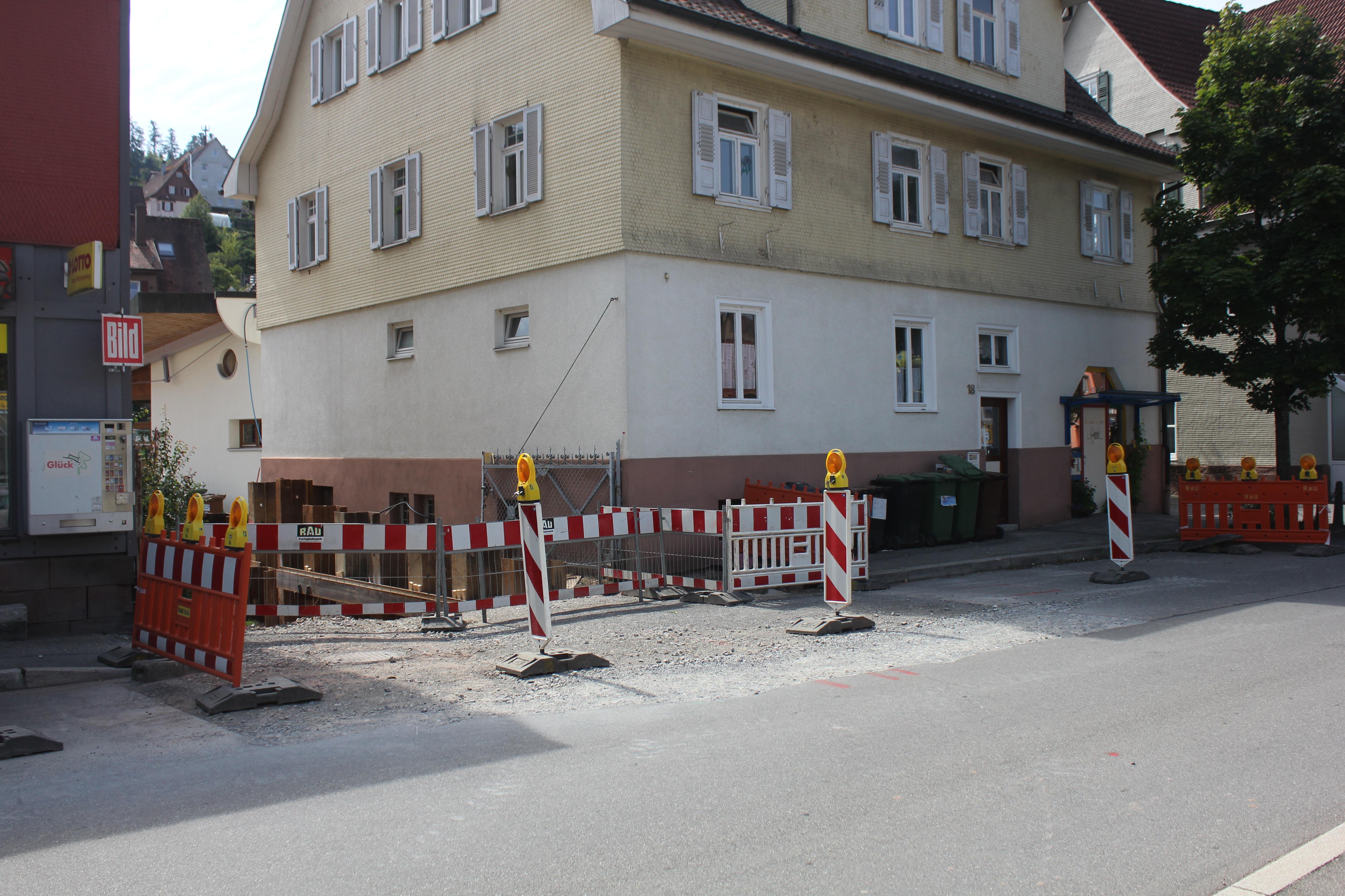 Bahnhofstraße Höhe Nummer 18 und 20