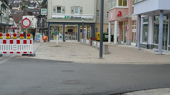 Parkplaetze vor Apotheke am Markt fertig